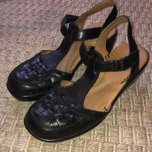 Easy Spirit closed toe Sandals